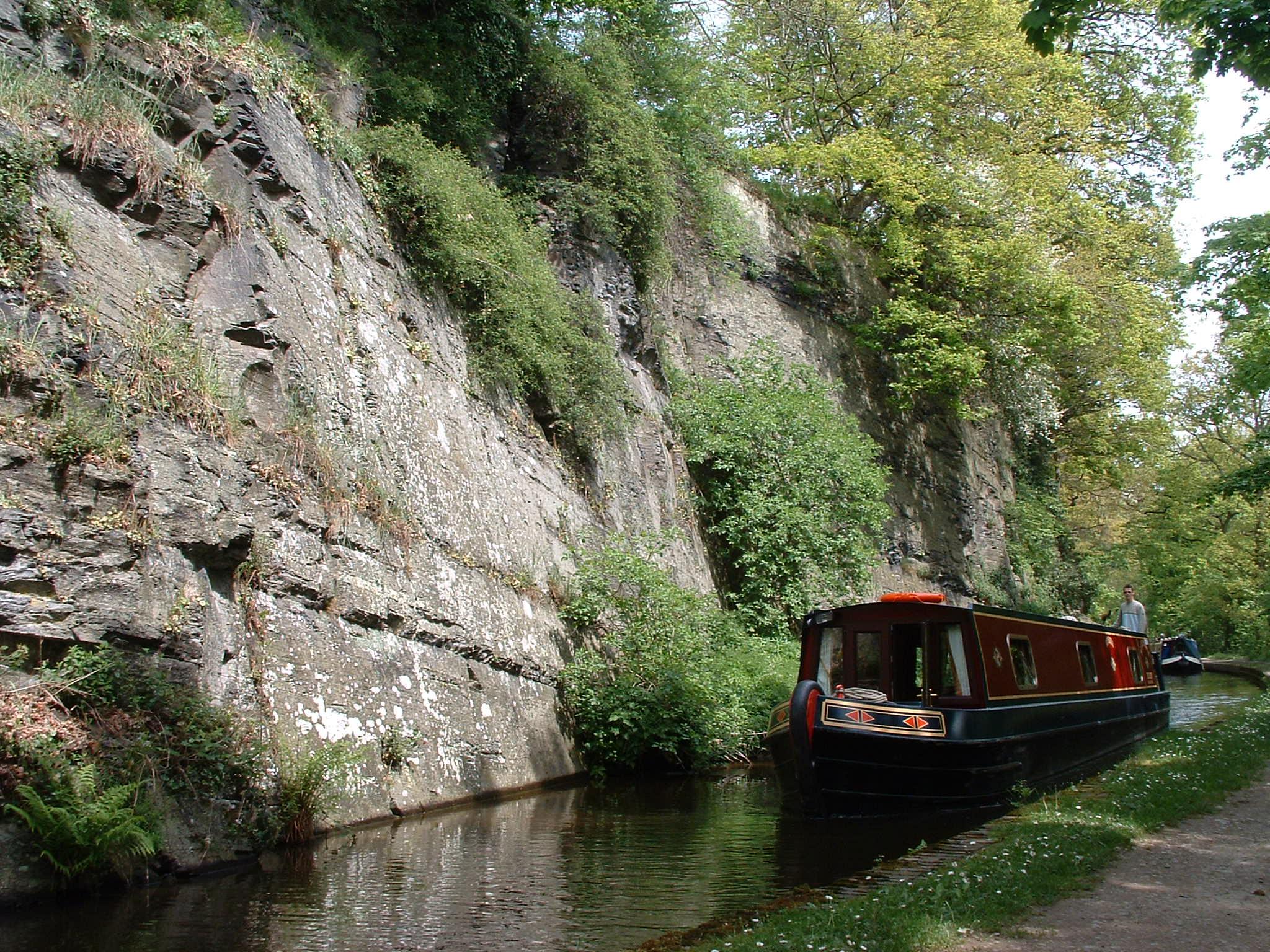 Llangollen_Canal_UK.jpg