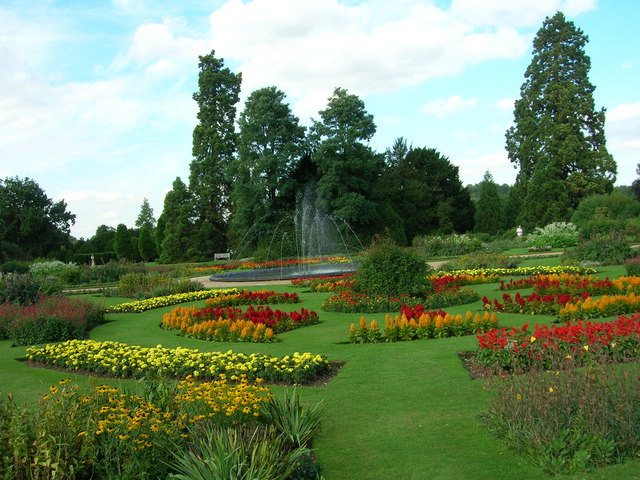 Audley_End_House,_Formal_Gardens_-_geograph.org.uk_-_1302886