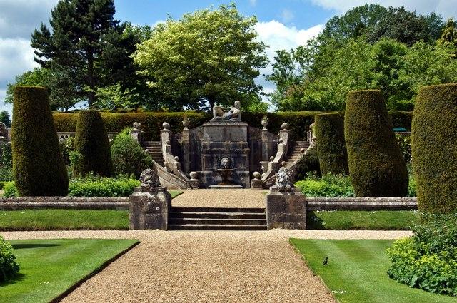 Ornamental_Fountain,_Bowood_House_Gardens_-_geograph.org.uk_-_1572436
