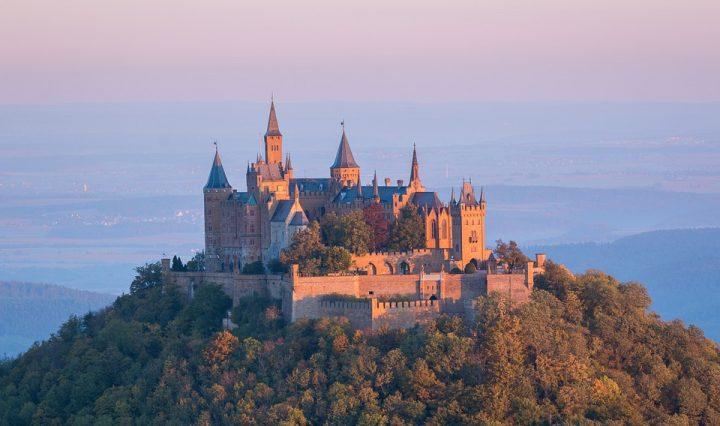 castle-973157_960_720